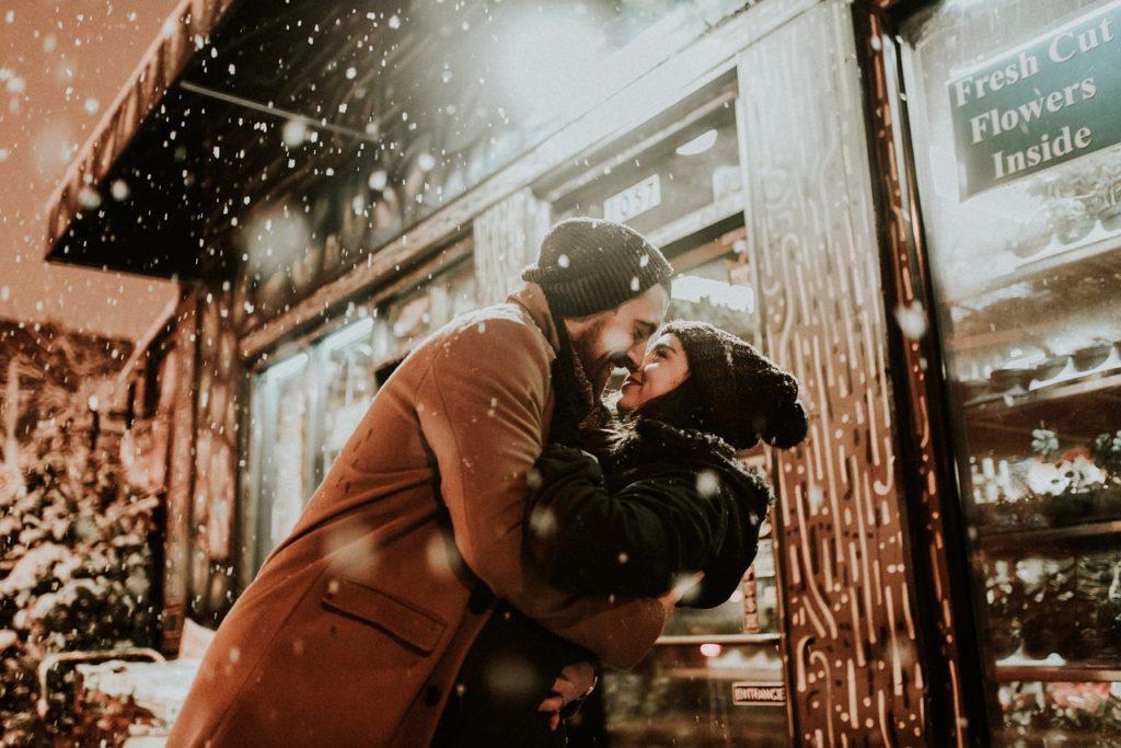 恋をしてキスをすると血液循環が良くなる!?